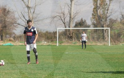 Con dos golazos, Liniers entra en la pelea por el ascenso